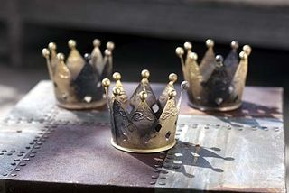 Metal crownvotive